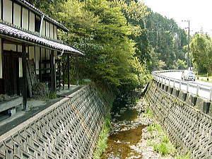 http://agua.jpn.org/yodo/kanzaki/sio2.jpg